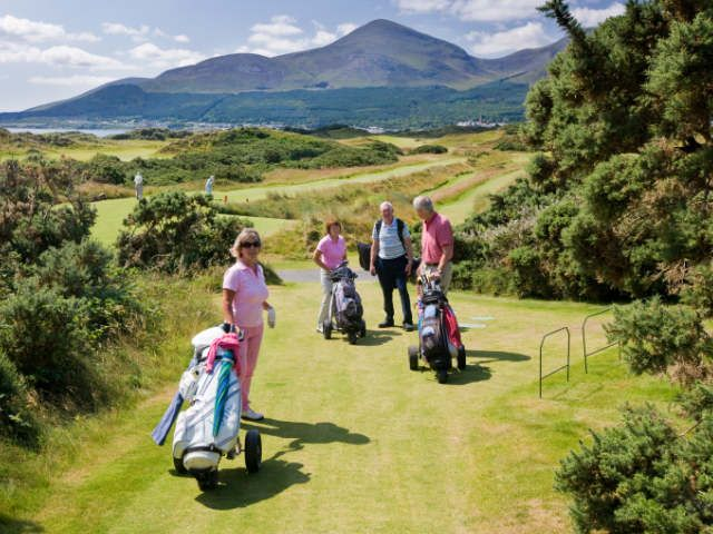 Group of Golfers on Golf Course in Ireland | Ireland golf trips